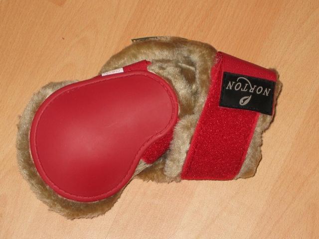 Norton Komfort Kunstfell Streichkappen in rot/beige, Größe Pony
