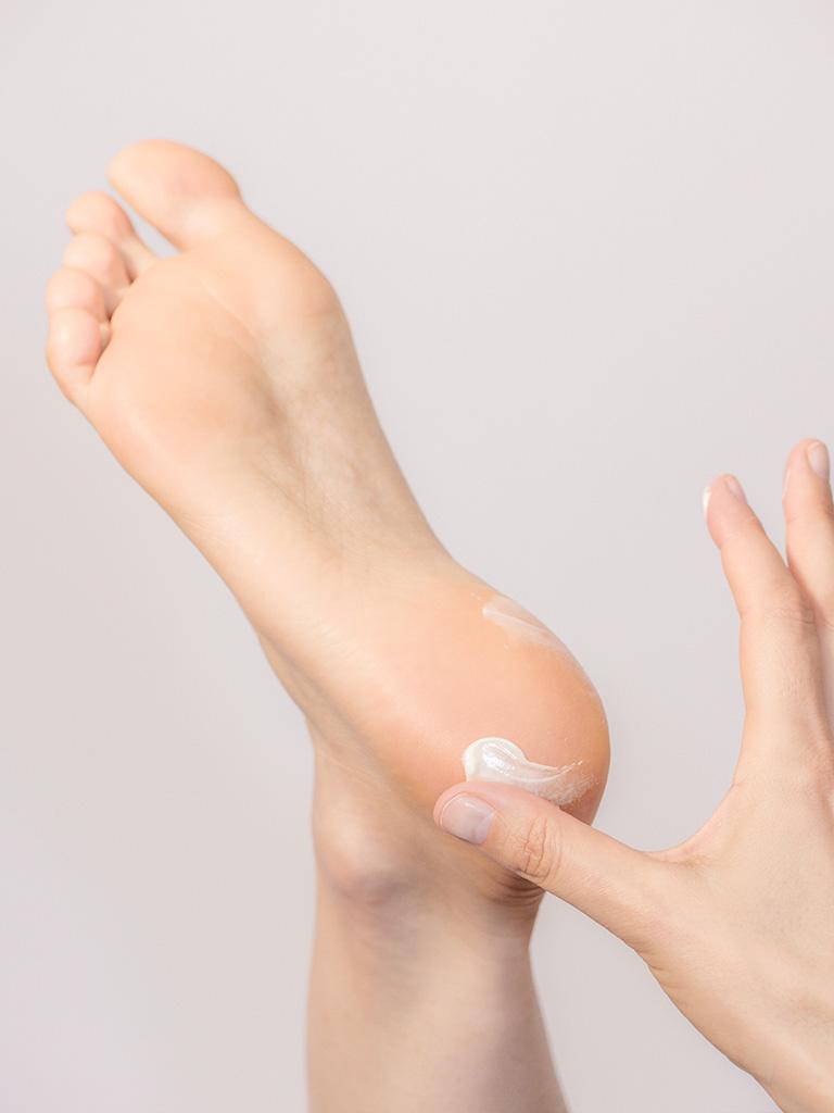 Aina Schutzcreme 50 Ml Trockene Haut An Füßen Beinen Und Waden