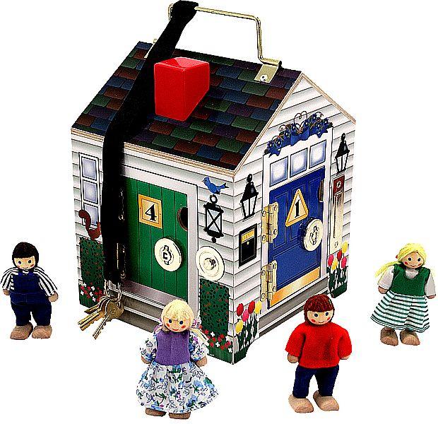 Holzhaus mit Türen und Schlösser