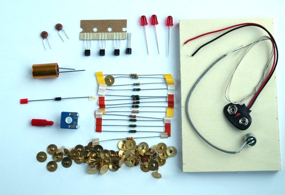 LED-Lichtorgel Bausatz mit Mikrofon auf Holzbrett Elektronik und E ...