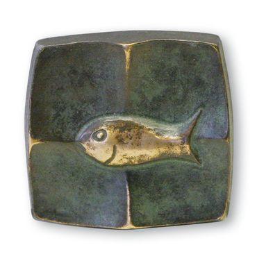 Bronze Plakette Fisch 5 cm in Schmuck-Schatulle