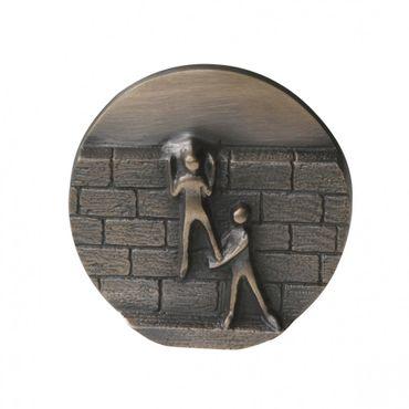 Wandrelief Mauern überwinden 8 cm Bronze