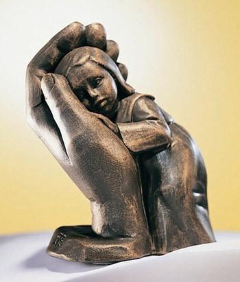 Steigerwald Skulptur Bleib sein Kind 10 cm Bronzefarben