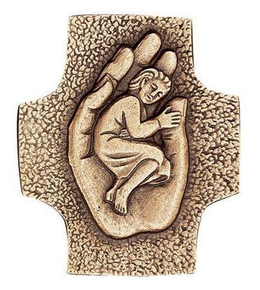 Wandkreuz Kind in einer Hand 9 x 7 cm Bronze