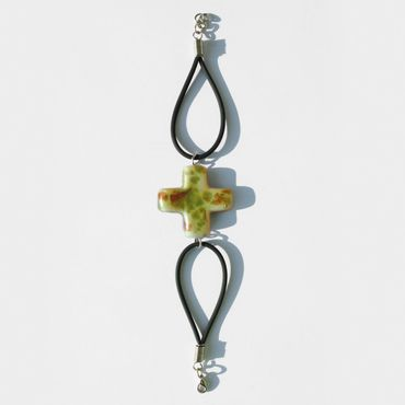 Armband mit Keramik-Kreuz, grün 19 cm Kautschukband