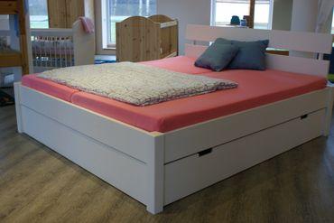 Massivholzbett Jens Ausstellungsstück mit 2 Bettkästen weiß lackiert – Bild 2