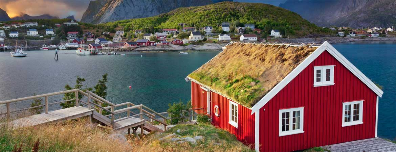 rotes Holzhaus - Holzschutz für aussen