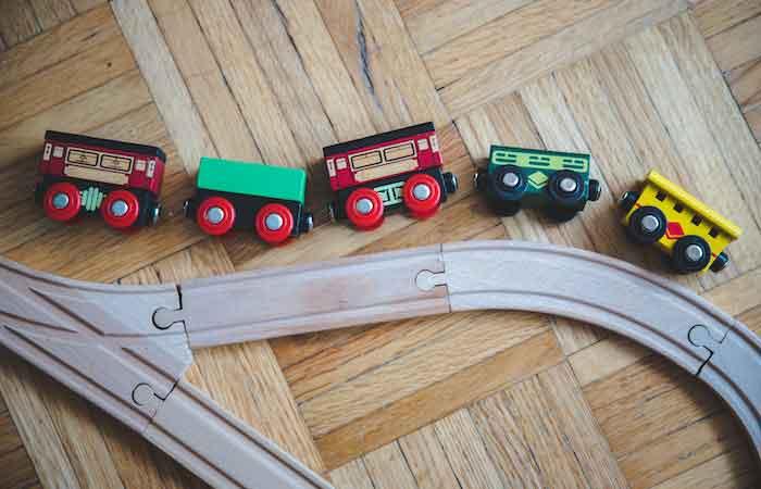 Holzeisenbahn auf Holzboden - PNZ Holz Lasur in vielen Farben