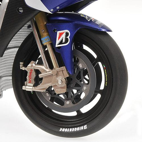 Yamaha YZR-M1 1:12 - VALENTINO ROSSI - MOTOGP 2010 Minichamps 122103046 – Bild 4