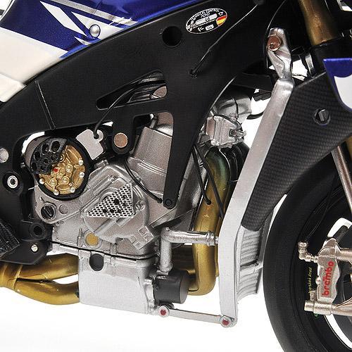 Yamaha YZR-M1 1:12 - VALENTINO ROSSI - MOTOGP 2010 Minichamps 122103046 – image 6