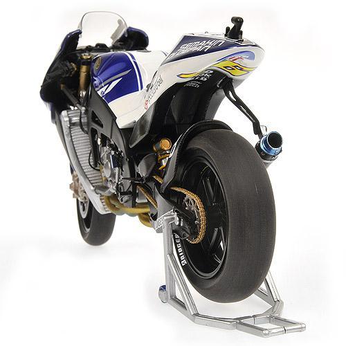 Yamaha YZR-M1 1:12 - VALENTINO ROSSI - MOTOGP 2010 Minichamps 122103046 – Bild 8