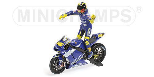 Set Bike + Figurine Rossi 2005 Yamaha YZR-M1 - 1:12 Valentino Rossi Moto GP Donnington 2005 L.E. 720 pcs. Minichamps 122053146 – image 1