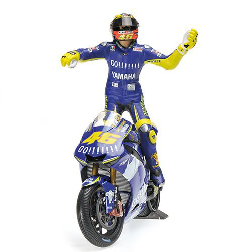 Set Bike + Figurine Rossi 2005 Yamaha YZR-M1 - 1:12 Valentino Rossi Moto GP Donnington 2005 L.E. 720 pcs. Minichamps 122053146 – image 2