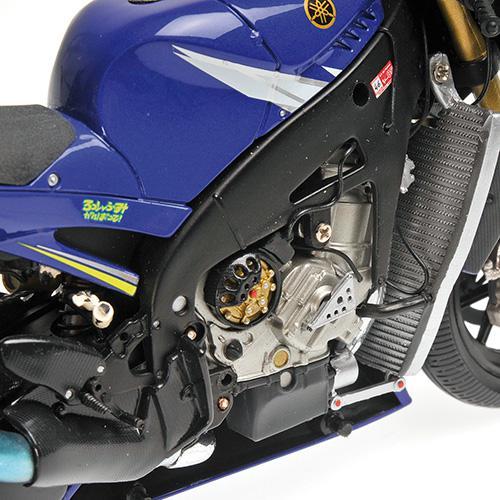 Set Bike + Figurine Rossi 2005 Yamaha YZR-M1 - 1:12 Valentino Rossi Moto GP Donnington 2005 L.E. 720 pcs. Minichamps 122053146 – image 7