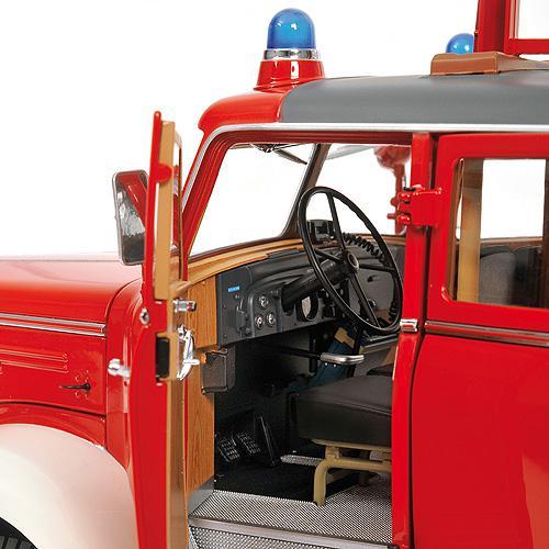 Mercedes-Benz L 6600 Leiterwagen DL30 1:18 Aerial Ladder red/white rot/weiss Freiwillige Feuerwehr Pforzheim Minichamps 109031081 – Bild 5