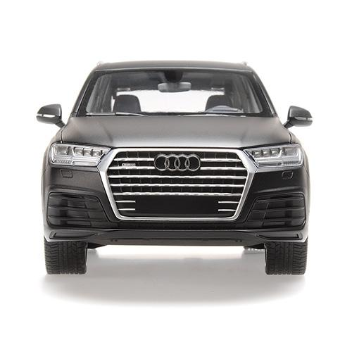 AUDI Q7 - 2015 - MATT BLACK (6 OPENINGS) 1:18 Minichamps 110014001