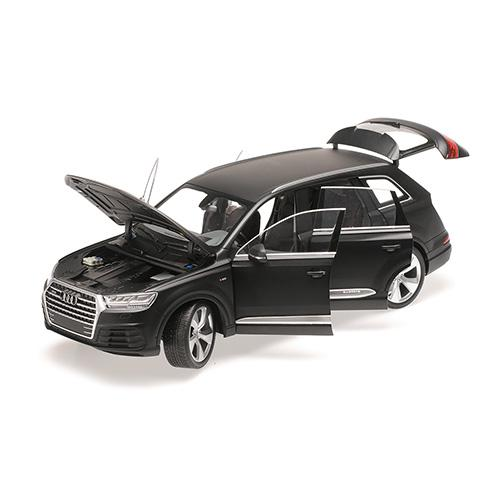 AUDI Q7 - 2015 - MATT BLACK (6 OPENINGS) 1:18 Minichamps 110014001 – Bild 5
