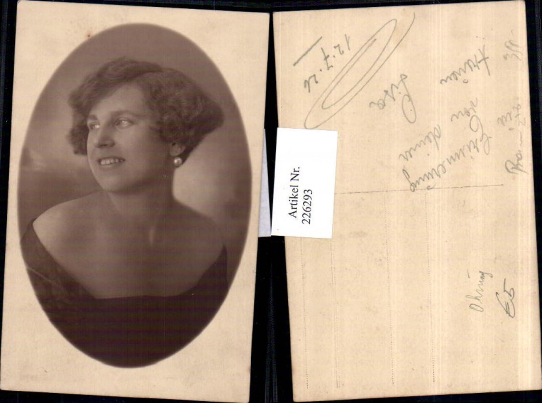 226293,Frau m. Perlenohrring Ohrring Portrait 1926 günstig online kaufen
