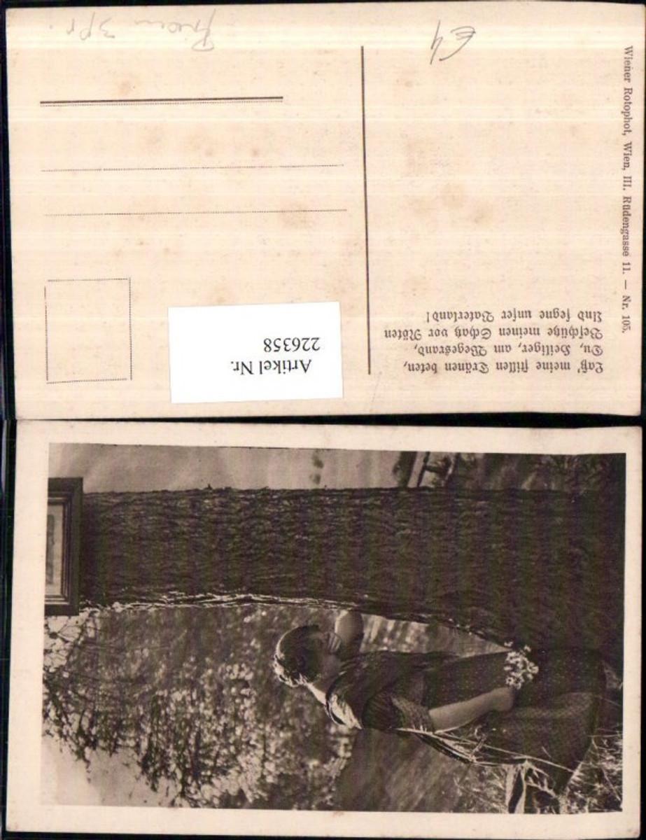 226358,Frau m. Kleid Tuch weint Baumstamm Blumen pub Wiener Rotophot Wien 105 günstig online kaufen