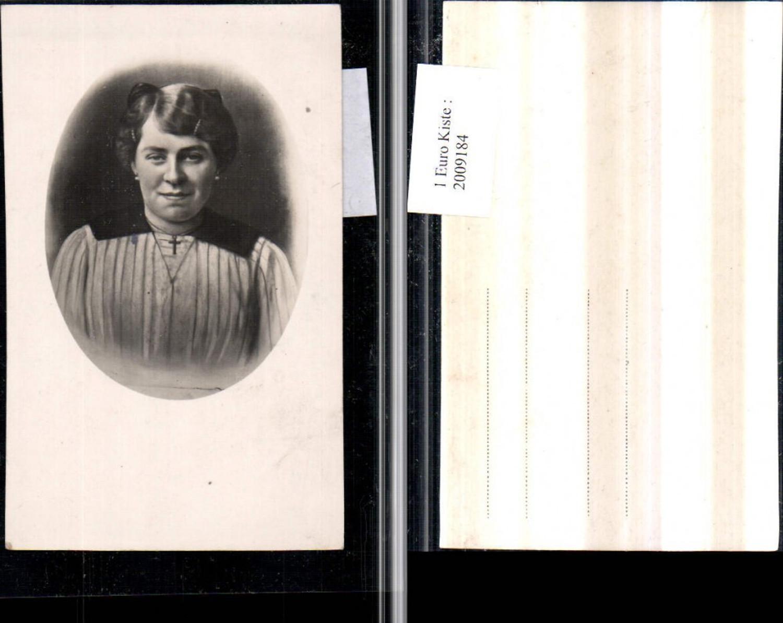 2009184,Foto AK Frau m. Kreuzkette Portrait Passepartout günstig online kaufen