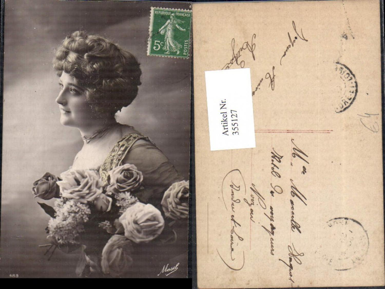 355127,Foto Ak Frau Lockenkopf Rosen Blumen Strauß  günstig online kaufen