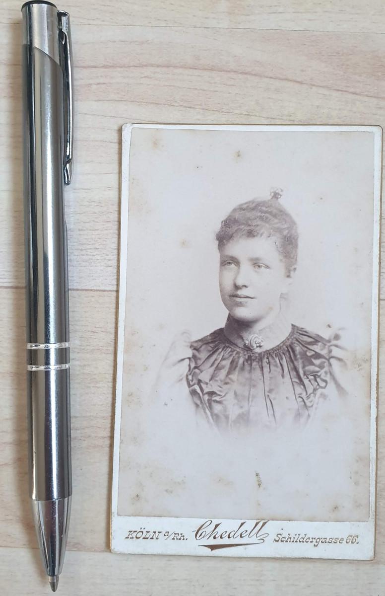 646598,CDV Kabinettfoto Willy Chedell Köln vorm. Fritz Meycke Frau Dame Portrait 1880 günstig online kaufen
