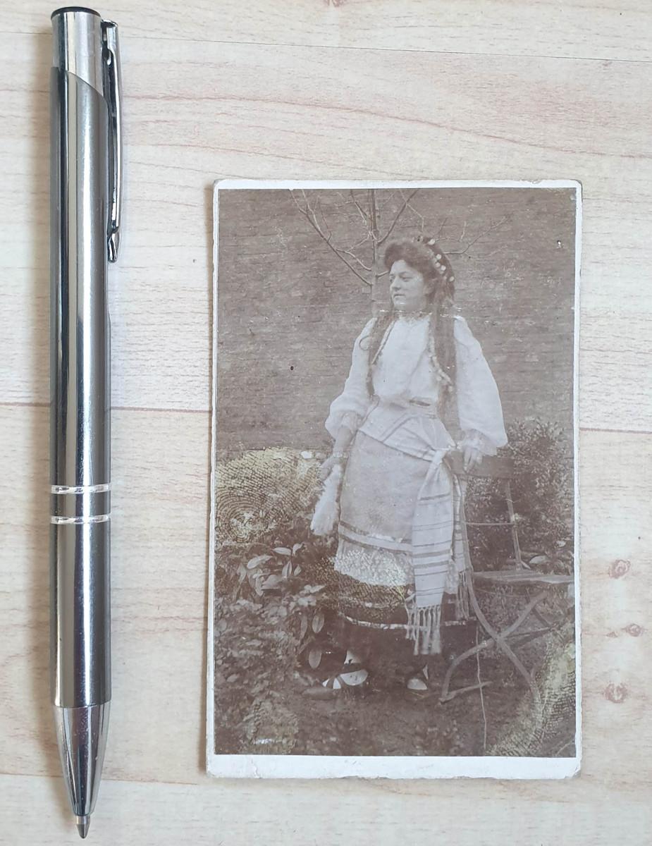 646599,CDV Kabinettfoto Frau Dame Kleid Sessel Stuhl  günstig online kaufen