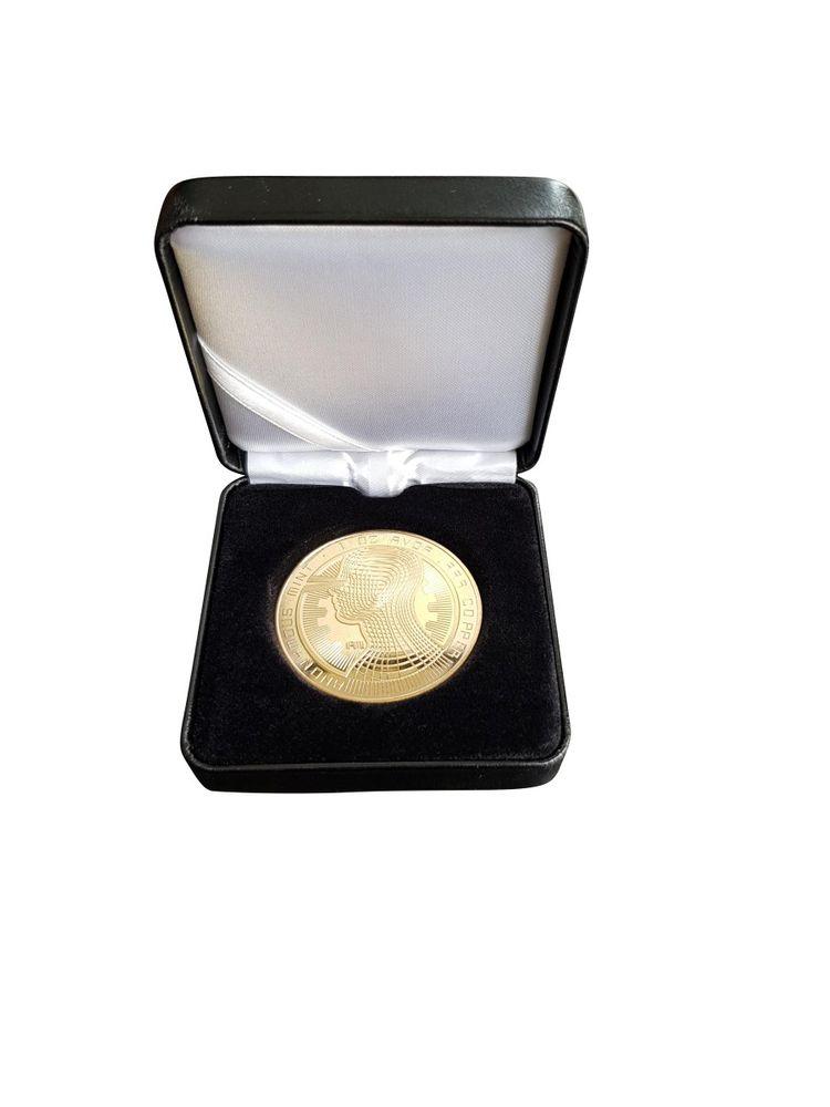 [Paket] Bitcoin Münze Anonymous Kopf V.2 40mm vergoldet mit Münzetui schwarz