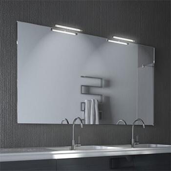 Wandspiegel mit externer Lichtquelle