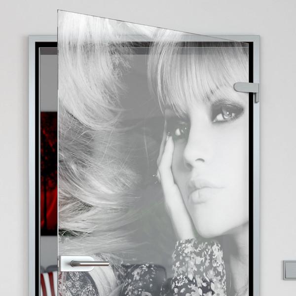 Produktbild 2 Glastür gelasert mit Motiv blonde Frau by Lionidas - Diese Glastür wird Ihren Wohnraum im neuen Glanz erstrahlen lassen.