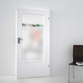Produktbild 1 Lichtausschnitt satiniert mit Motiv Büro by Lionidas] - Der Lichtausschnitt Büro ist perfekt um einen Büroraum vor neugierigen Blicken zu schützen.