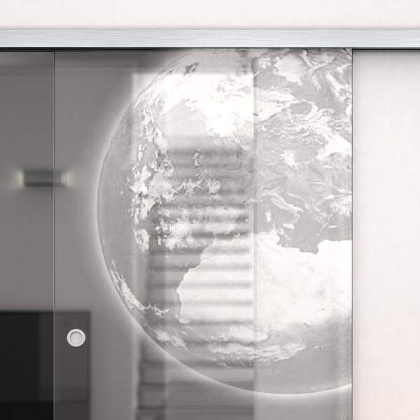 Produktbild 2 Glasschiebetür gelasert mit Motiv Erde by Lionidas - Träumen Sie von einem Flug ins All? Mit der Glas-Schiebetür Erde bekommen Sie einen kleinen Vorgeschmack.