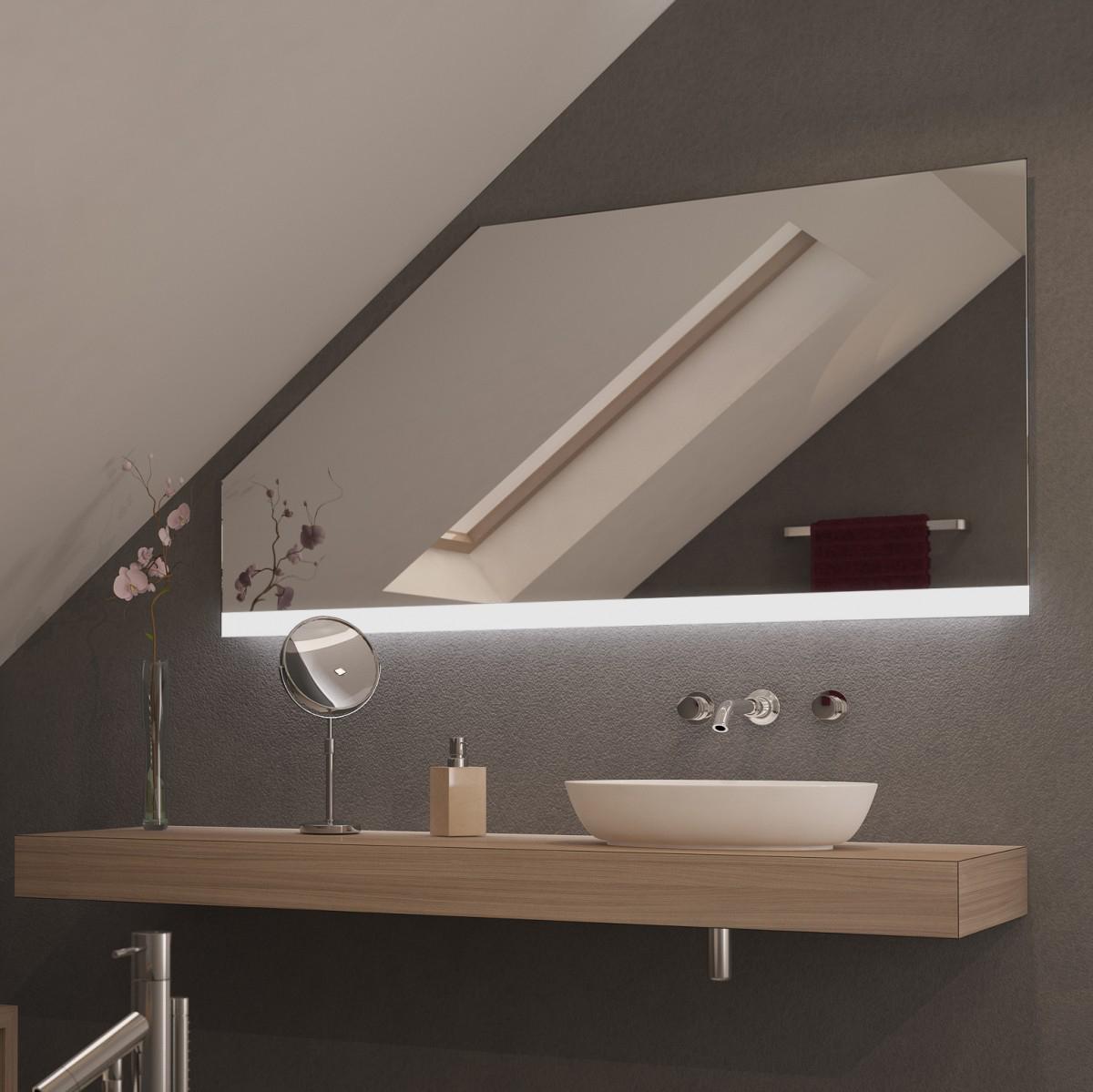 Spiegel für Dachschrägen mit LED Beleuchtung Strier