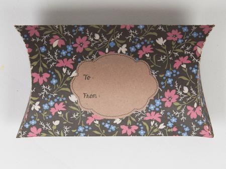 Geschenkverpackung Pappe Blumen 7x13x2cm