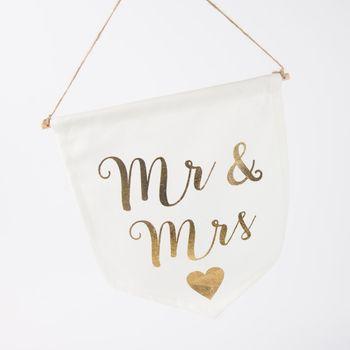 Wimpel Fahne Mr. & MRS cremefarbig goldfarbig 19x16cm