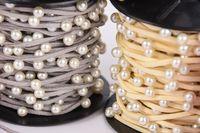 Wildlederimitatband mit Perlen Perlenband grau Band Breite: 2mm Perle Breite: 6mm