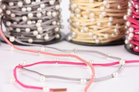 Wildlederimitatband mit Perlen Perlenband pink Band Breite: 2mm Perle Breite: 6mm – Bild 2
