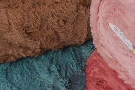 Fellimitat Webpelz Kunstfell Wellen rosa 1,5m Breite – Bild 7