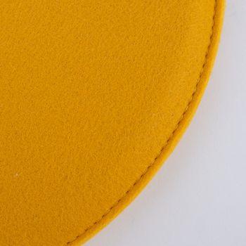 Magma Stuhlkissen AVARO Filz rund senf gelb 35x2cm – Bild 3