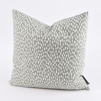SCHÖNER LEBEN. Kissenhülle Paseo Pebble mit Kleksen grau weiß 40x40cm – Bild 1