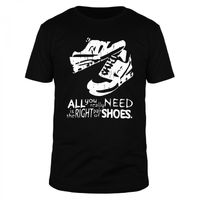 All you really need is the right pair of shoes - Männer Organic T-Shirt