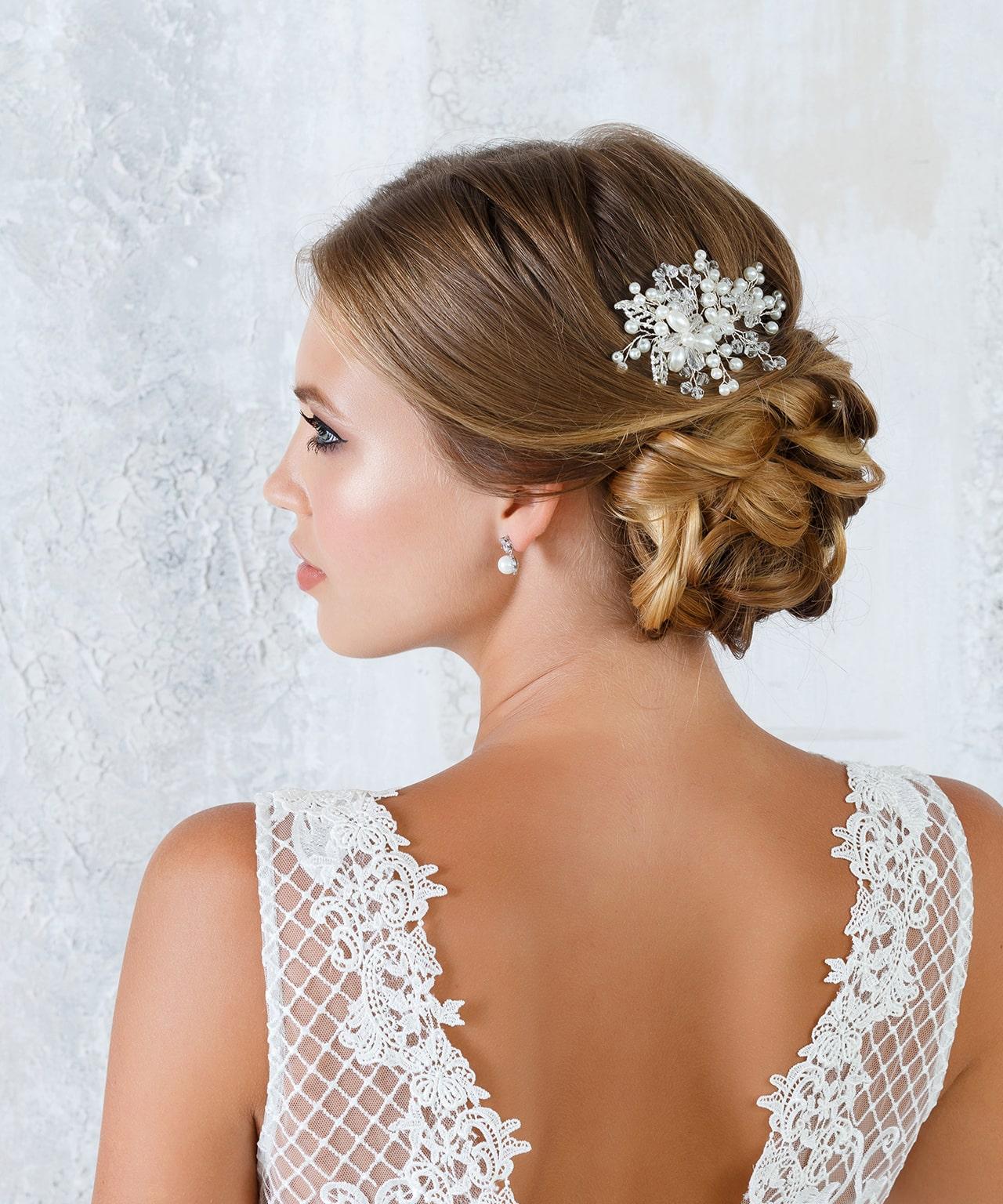 Haarkamm mit Perlen und Blüten