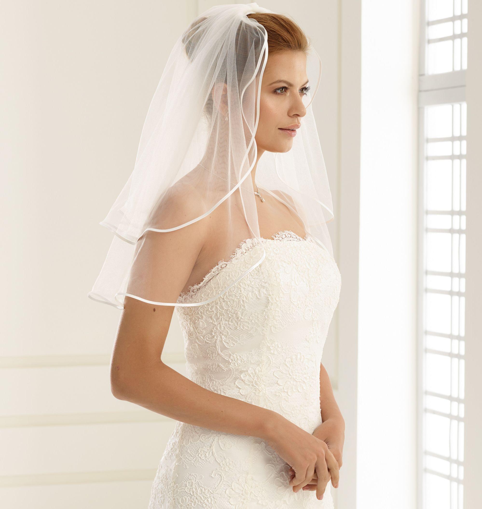 Brautschleier Länge 60 / 50 cm; zweistufig