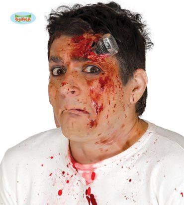 Schraube im Kopf Narbe Verletzung Wunde Blut