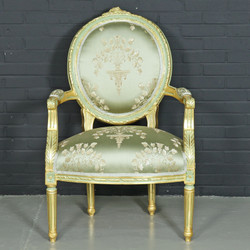 "Casa Padrino baroque salon chair ""Medaillon"" Mod2 with armrests light green / gold - Antique Style Chair"