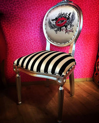 Pompöös by Casa Padrino Luxury Baroque Dining Chair Black / White Stripes / Silver - Pink Lips - Pompööser Baroque Chair designed by Harald Glööckler