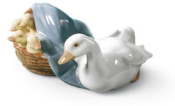 Casa Padrino Luxury Porcelain Sculpture Duck with Offspring Multicolor 9 x H. 6 cm - Handmade & Handpainted Deco Figurine