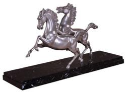 Casa Padrino Luxus Bronzefiguren Pferde Silber / Schwarz 80 x 25 x H. 43 cm - Elegante Versilberte Deko Bronze Skulpturen mit Marmorsockel