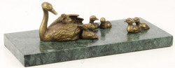 Casa Padrino Luxury Bronze Sculpture Swan and Young Swans with Marble Base Antique Gold / Green 30.1 x 13.9 x H. 10.1 cm - Luxury Decoration