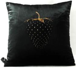 Casa Padrino Luxus Deko Kissen Strawberry mit Bling Bling Glitzersteinen Schwarz / Gold 45 x 45 cm - Feinster Samtstoff - Luxus Deko Accessoires